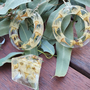 Kids' Club<br>Resin Jewellery with Hollie Johnson